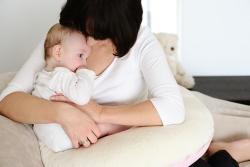 Poduszka powinna dobrze trzymać się w talii... a Ty możesz zająć się dzieckiem